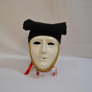 Maschera Sartiglia Bianca Con Broccato Rosso E Berrita Nera