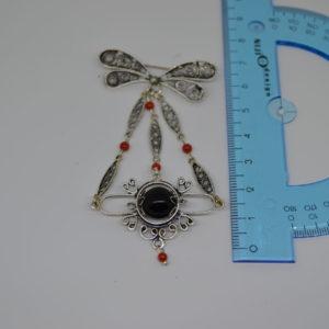 Spilla Amuleto Su Coccu In Argento