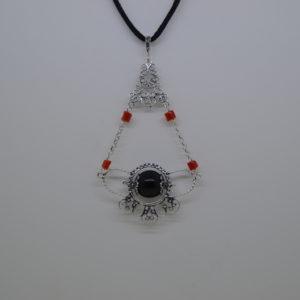 Ciondolo Amuleto Su Coccu In Argento Brunito Con Inserti Di Corallo