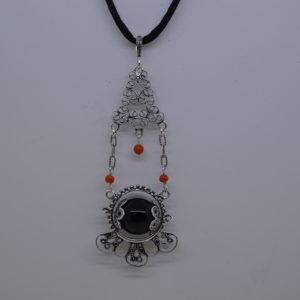 Ciondolo Amuleto Su Coccu In Argento Con Inserti Di Corallo