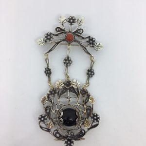 Spilla O Ciondolo Amuleto Su Coccu In Argento
