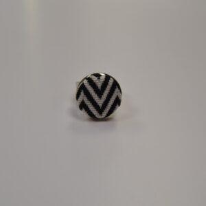 Anello In Metallo Anallergico Nichel Free Con Bottone In Tessuto Sardo