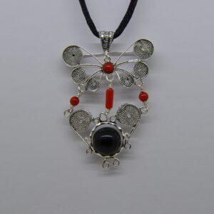 Ciondolo O Spilla Amuleto Su Coccu In Argento E Corallo Glauco