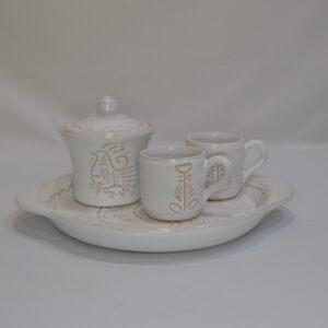 Vassoio Con Due Tazzine Da Caffè E Zuccheriera In Ceramica Con Incisione Gallinella Di Artis